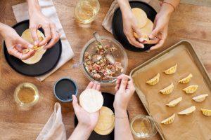 Cómo organizar una cena para preparar papas fritas
