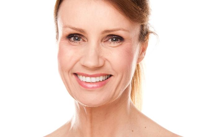 Más allá del desgaste natural que Dios esperaba de su piel, existen numerosas formas de mantener una piel sana a medida que envejece y garantizar la salud y el bienestar en general. Aquí hay algunos consejos.