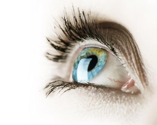 Para vivir su mejor vida y asegurarse de poder verla en cada paso del camino, aquí hay algunos consejos para mejorar la salud de sus ojos.