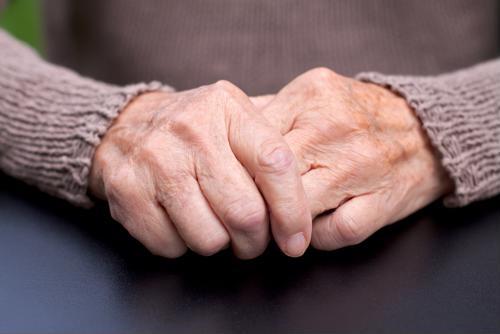 Descubra la conexión entre el riesgo de cáncer y el envejecimiento.