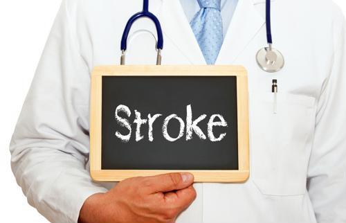 Considere la diferencia en los factores de riesgo de accidente cerebrovascular entre hombres y mujeres.