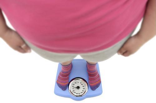 La obesidad está directamente relacionada con varios tipos de cáncer y ahora, puede estar relacionada con el crecimiento del cáncer.