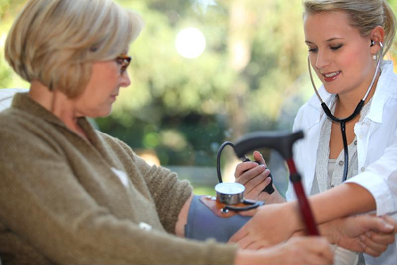 Monitorear la presión arterial es importante.